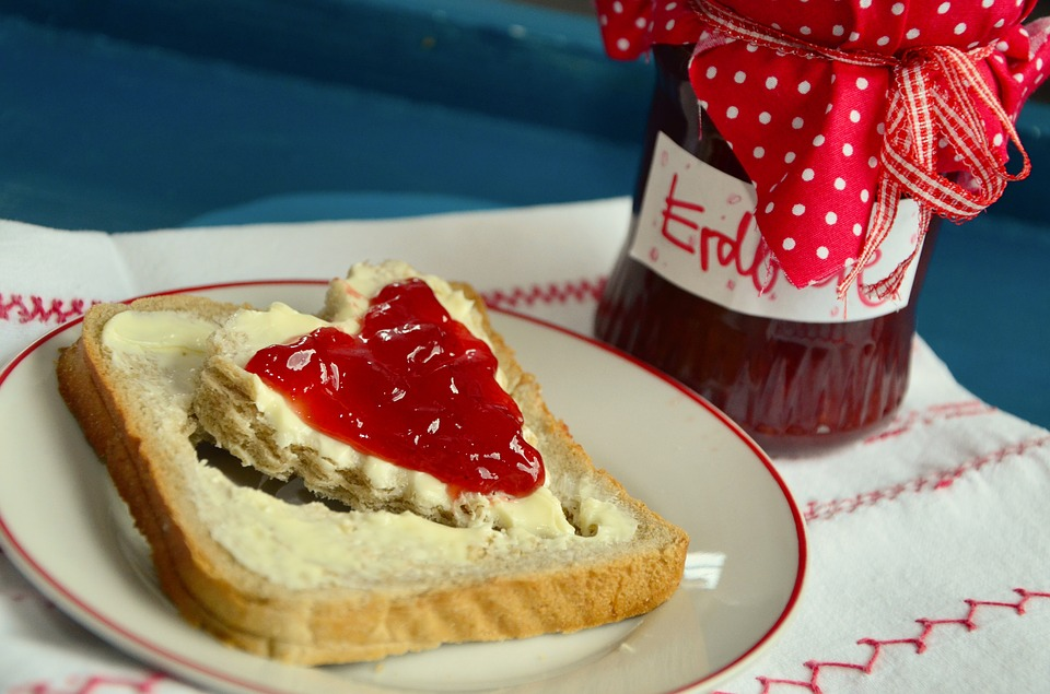Topinka s marmeládou/medem
